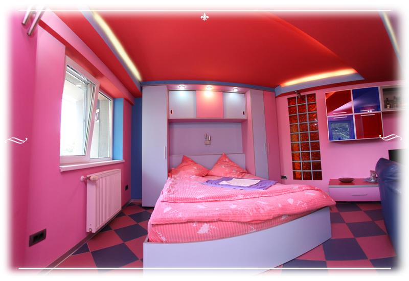 Appartamento 4 camere da letto matrimoniali attico - Donne in camera da letto ...