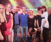 Divertimento con belle ragazze in Romania in vacanza nei locali notturni