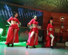 Divertimento in una discoteca affollata di donne