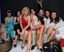 Nel mezzo delle belle donne in Romania