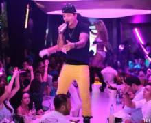 """J.Balvin con canzone """"Tranquilla"""" in discoteca Heaven di Timisoara"""