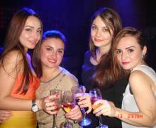 Divertimento con belle ragazze in vacanza a Timisoara, in Romania