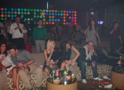 Festa con ragazze rumene fotomodelle