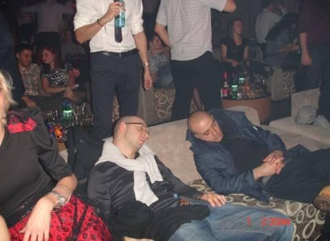 Ragazzi ubriacati stancati capodanno