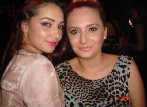 Belle ragazze studentesse in discoteca