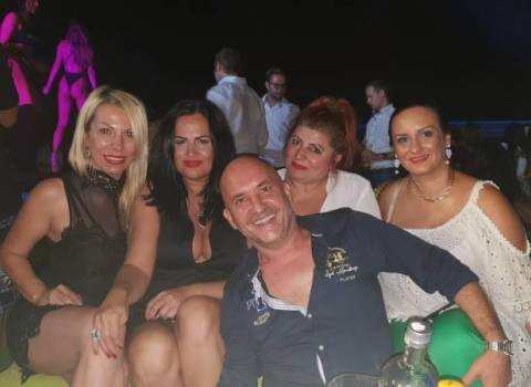 11-08-2018 Guida in Romania per divertimento con belle donne