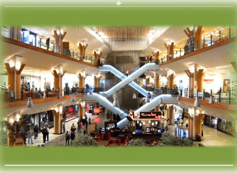 Centro Commerciale Iulius Mall e Auchan