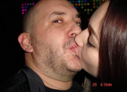 12-2013 Dottor Mario baciando la sua ragazza in Romania