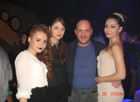 12-2013 Dove ci sono belle feste di Natale con tantissime ragazze? In Romania