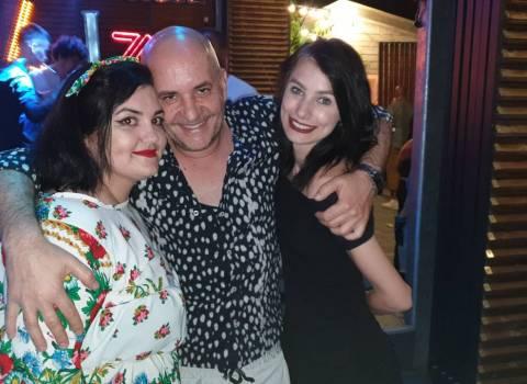 Foto ragazze rumene giovani da conoscere in Romania