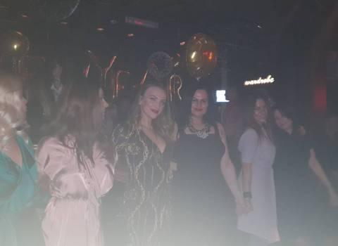 31-12-19 Dove si puo fare Capodanno in Romania con belle ragazze?