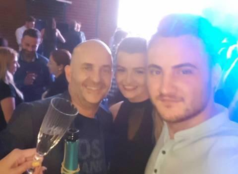 7-07-2018 Dove sono in Romania discoteche pienissime di belle donne modelle?