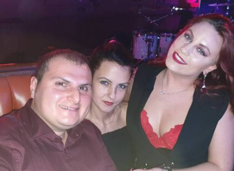Belle donne rumene da conoscere foto 8-11-2019