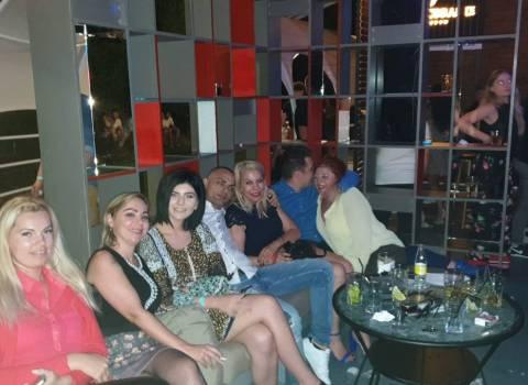 Divertimento sicuro con belle donne rumene in vacanza 5-07-19