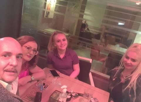 Come si possono organizzare belle cene in Romania con ragazze da conoscere?