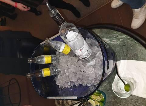 Discoteca in Romania con belle fighe al tavolo 7-02-2020