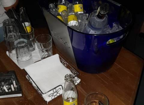 25-08-2018 Bottiglia al tavolo in discoteca in Romania