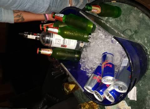 15-12-2018 Amici di Lecce al tavolo in discoteca a Timisoara