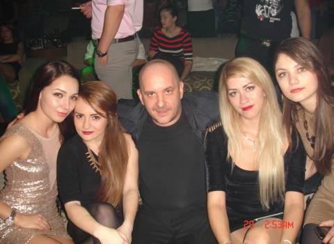 12-2013 Festa con belle ragazze a Timisoara