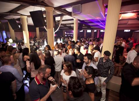 Divertimento a Timisoara con belle ragazze in discoteca Le Cinema summer