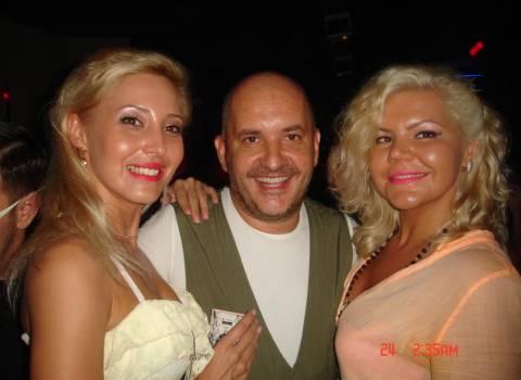 Divertimento in vacanza con belle ragazze bionde in Romania