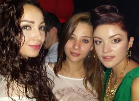 Serata con ragazze modelle alla festa Miss universita di medicina