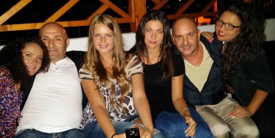 Serata divertente con done stupende in Romania