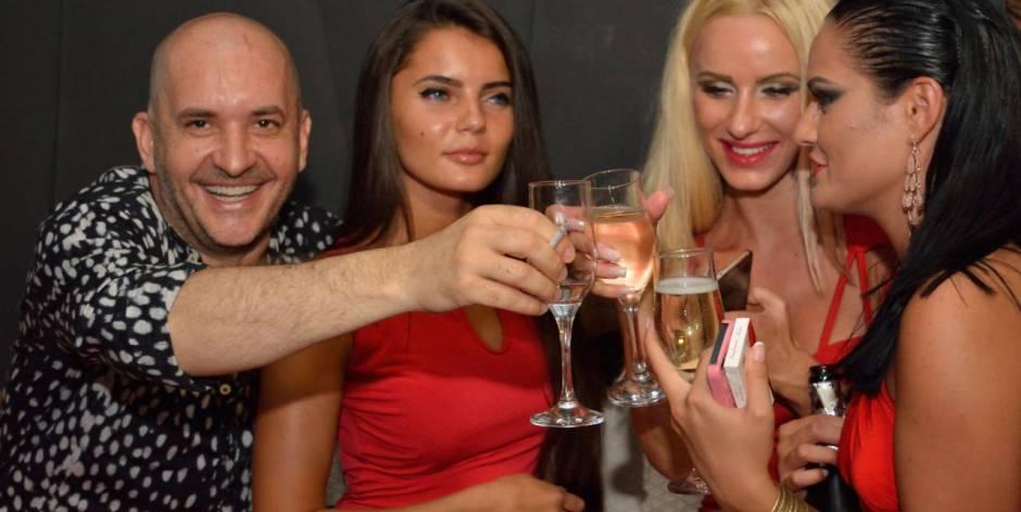 Da conoscere bellissime ragazze in una bella vacanza d'estate 2015 in Romania