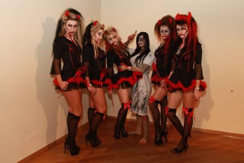 Festa halloween Romania ragazze mascherate