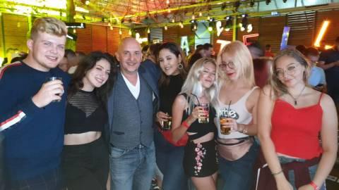 Foto belle donne in discoteca in Romania 6-09-2019