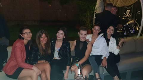 Divertimento 2018 assicurato in Romania con bellissime donne in vacanza