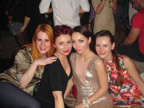 Festa divertente al 8 marzo in Romania con belle ragazze di Timisoara