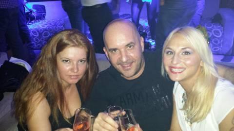 Fine settimana divertente con il dottor Mario e belle ragazze in Romania