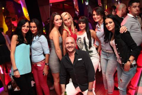 Divertimento in discoteca insiema a Mario e belle ragazze di Timisoara